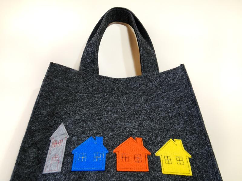 Domki na torbie z filcu