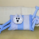 Poduszka dekoracyjna na kanapę lub dołóżka. Szyta na maszynie domowej, wykończona ręcznie.