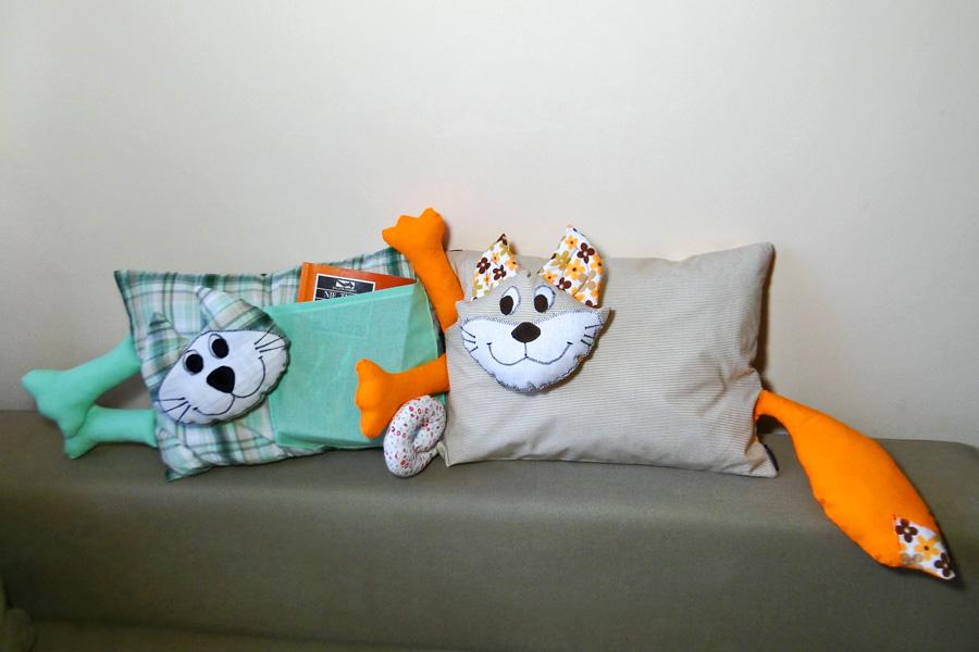 Poduszki służące jako przytulanki oraz dekoracje wyposażenia wnętrz. Wykonane z naturalnych tkanin. Wspaniały pomysł na prezent.