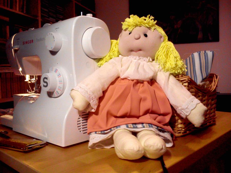 Lala w ubranku ludowym jest doskonałą zabawką edukacyjną, miłą przytulanką. Może być świetnym upominkiem i pamiatka z Polski.