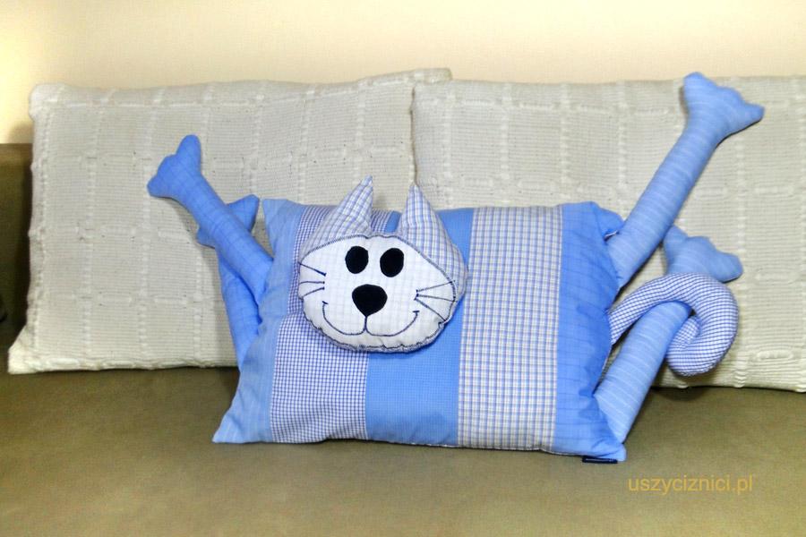 Poduszki szyte ręcznie nadajasiędo spania, zabawy oraz dekaracji na kanapę.