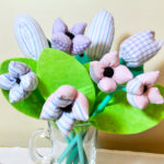 Bukiet tekstylnych kwiatów szyty ręcznie. Dobry upominek dla najbliższych.