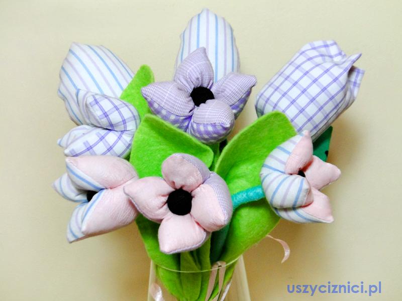 Bukiet szytych kwiatów. Uszyci z nici. Dział dekoracje.